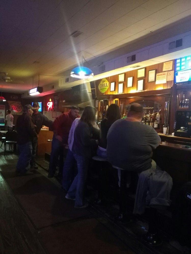 Auxvasse Bar & Grill: 105 S Main St, Auxvasse, MO