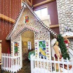Snowland Gingerbread House At Great Wolf Lodge Resorts 12681 Harbor Blvd Garden Grove Ca