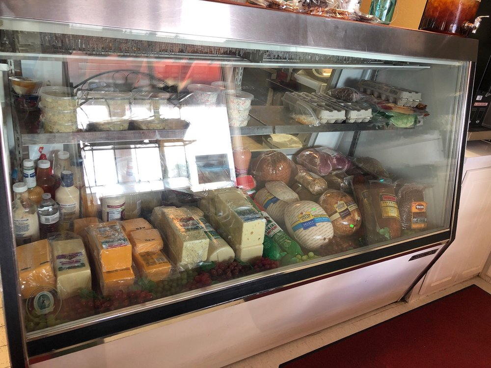 Photo of Kathy's Deli & Bakery: Montague, CA