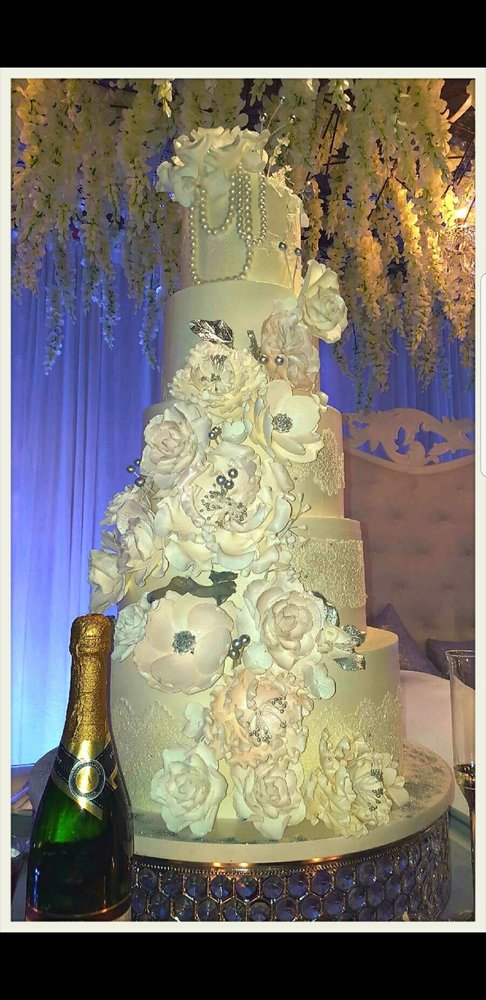 My stunning wedding cake. YES All 5 tiers are edible and the guests ...