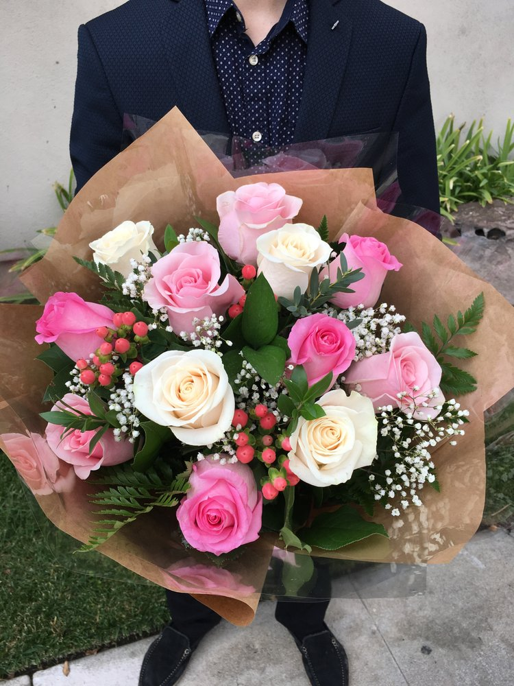1 Dozen White And Shades Of Pink Roses Brown Paper Round Wrapped