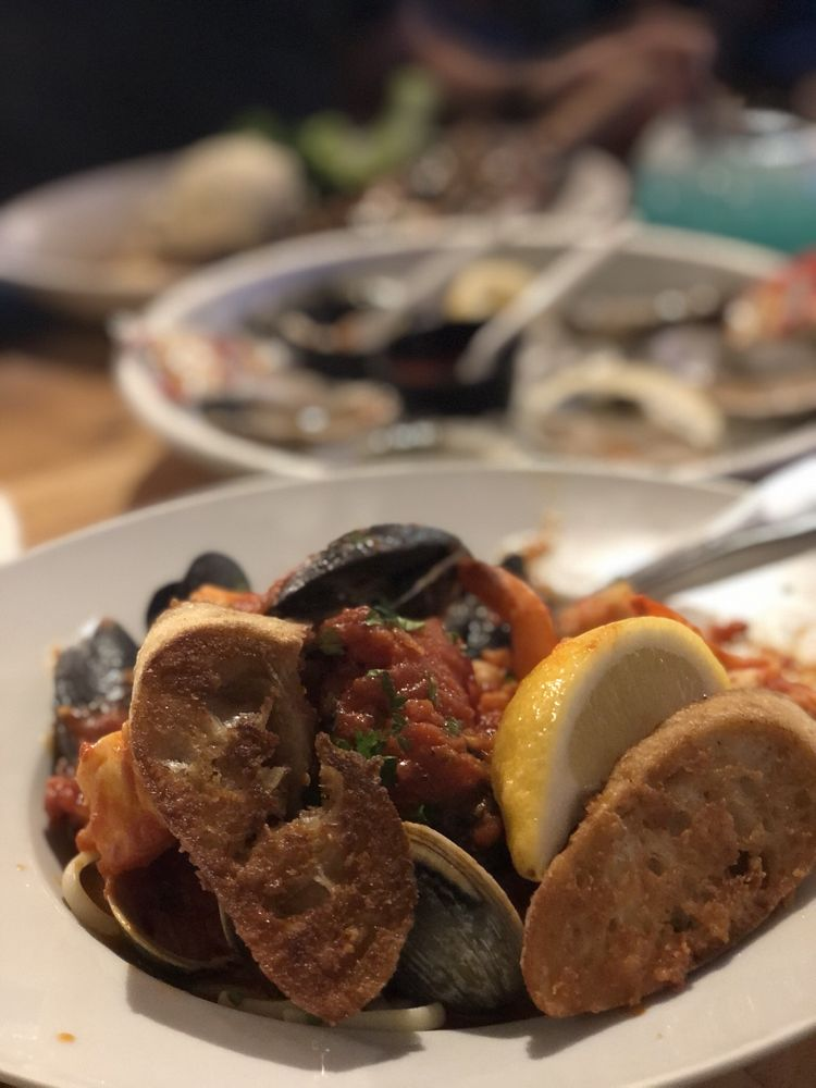 Fat Tuna Grill and Oyster House: 1433 Richmond Rd, Williamsburg, VA