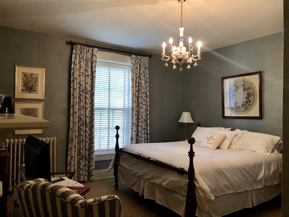 Beaumont Inn: 638 Beaumont Ave, Harrodsburg, KY