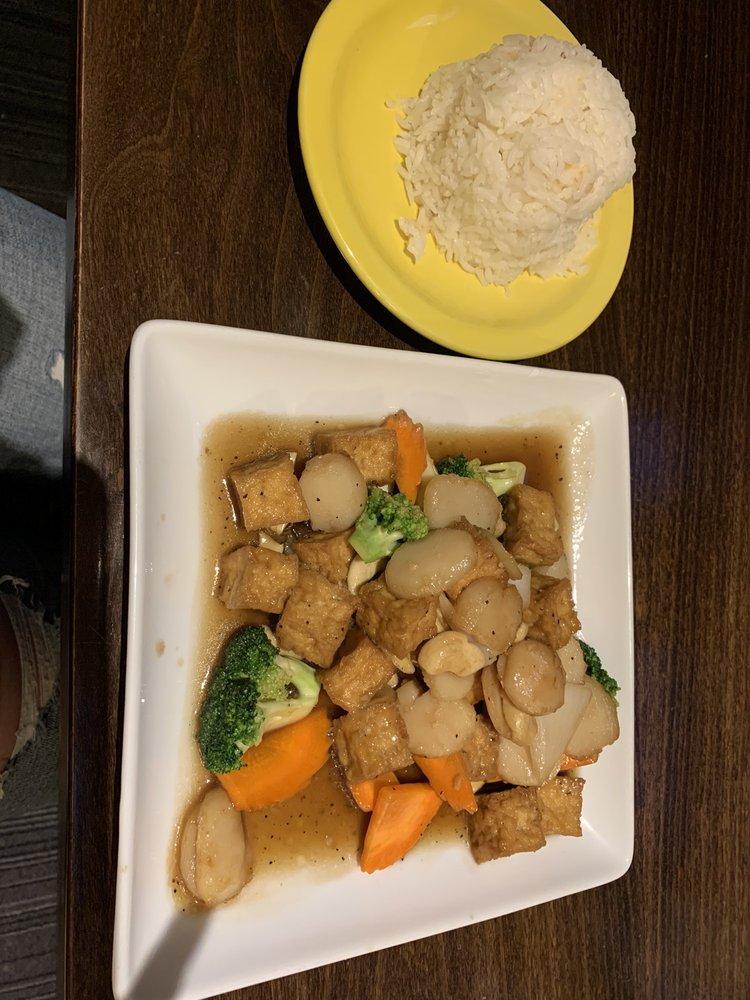 Palm Garden Thai Cuisine: 602 S 3rd St, Aberdeen, SD
