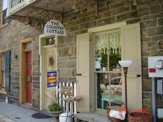 The Country Cottage: 37 Race St, Jim Thorpe, PA