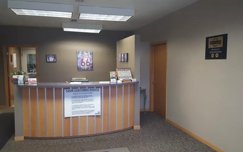 Randazzo's Gallery Collision Center: 385 E North St, Bradley, IL