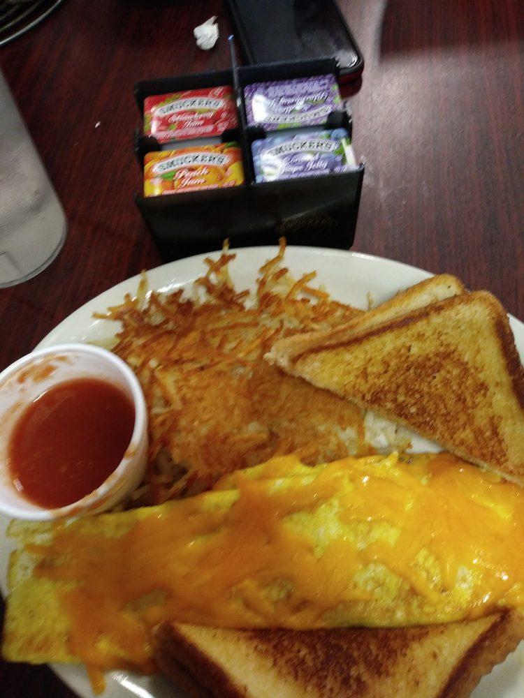 Hwy 6 Cafe: 432 W Navarro Ave, De Leon, TX