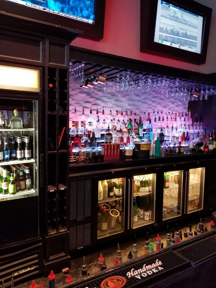 Blend Lounge: 9526 W Linebaugh Ave, Tampa, FL
