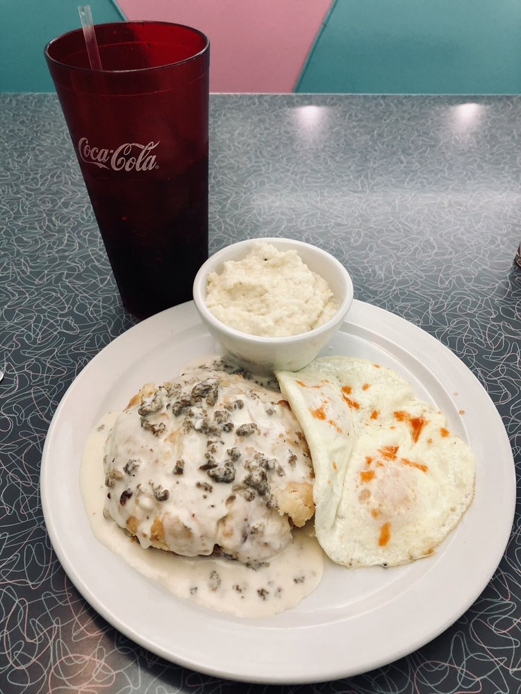 Fender's Diner: 631 Irvin St, Cornelia, GA