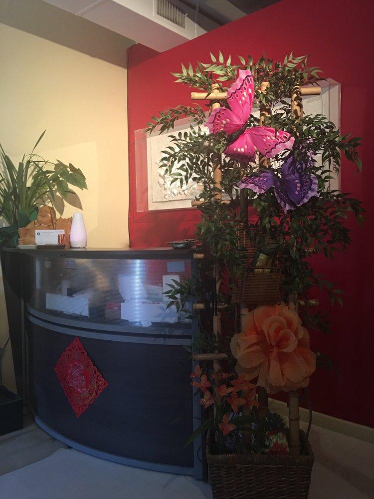 U City Foot Massage & Relaxing Center: 8431 Olive Blvd, Saint Louis, MO