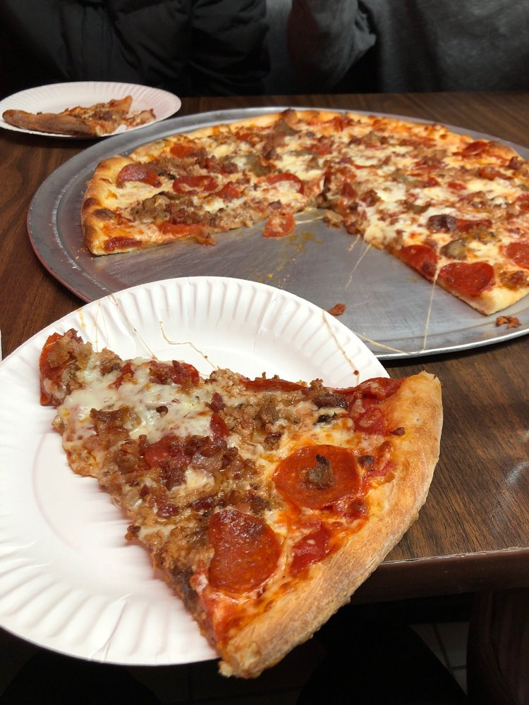 Junior's Pizza: 569 Monmouth Rd, Jackson, NJ