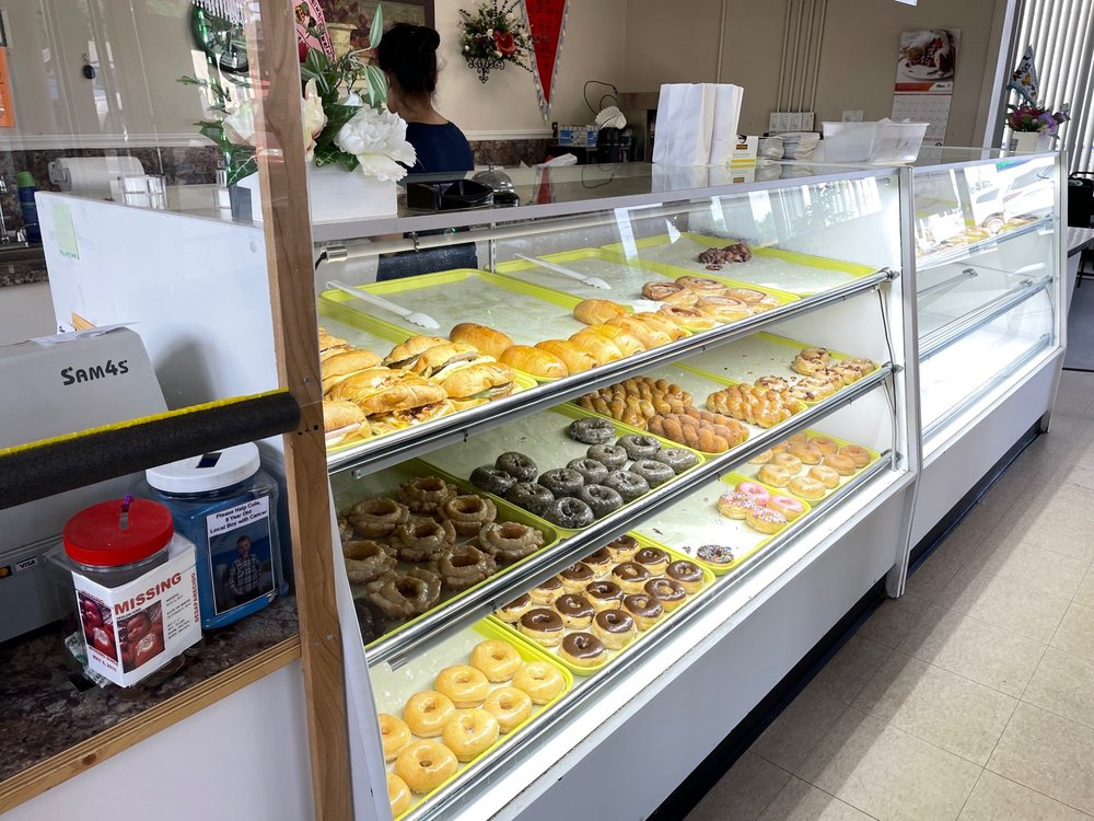 Lickin' Good Donuts and Coffee: 801 S Broad St, Clinton, SC