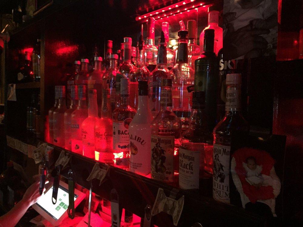 Half Time Sports Bar & Grill: 209 W Eastland Ave, Gallatin, TN