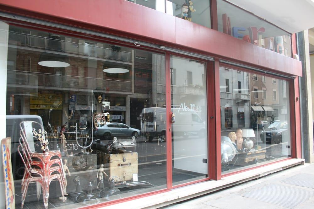 Neo retro antiquari e restauratori via canonica 6 for Antiquari a milano