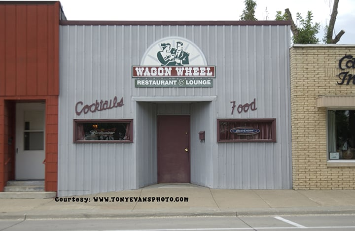 Wagon Wheel Restaurant & Lounge: 116 N Illinois St, Lake City, IA