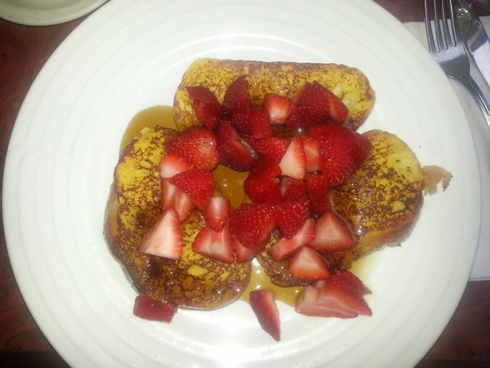 Challah french toast with fresh strawberries - Yelp