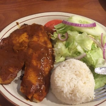 Centro americano 19 photos 24 reviews salvadoran for What she order fish fillet
