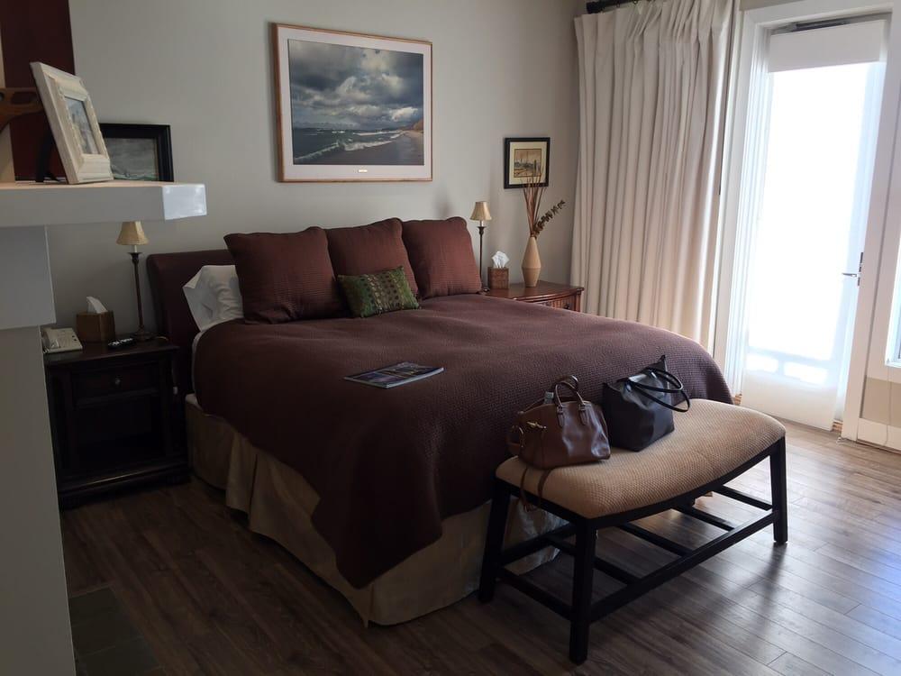 Bay Harbor Village Hotel: 4000 Main St, Petoskey, MI