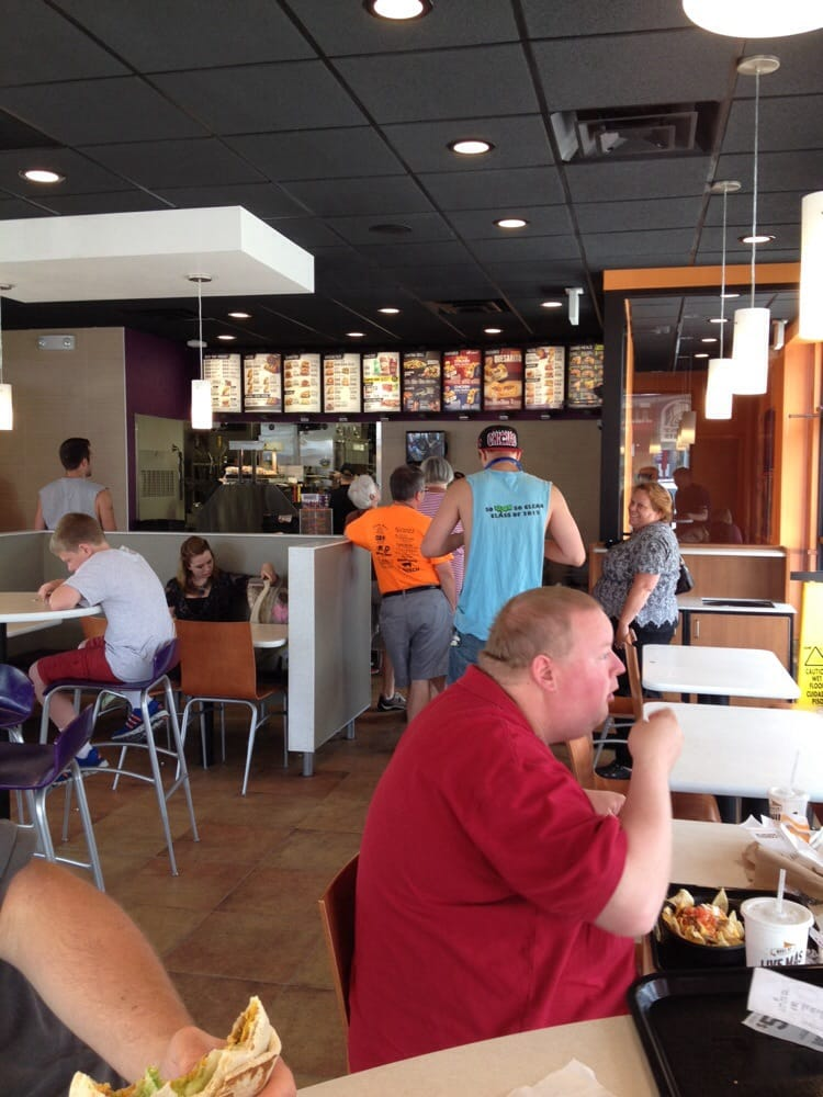 Taco Bell: 1126 W 7th St, Auburn, IN