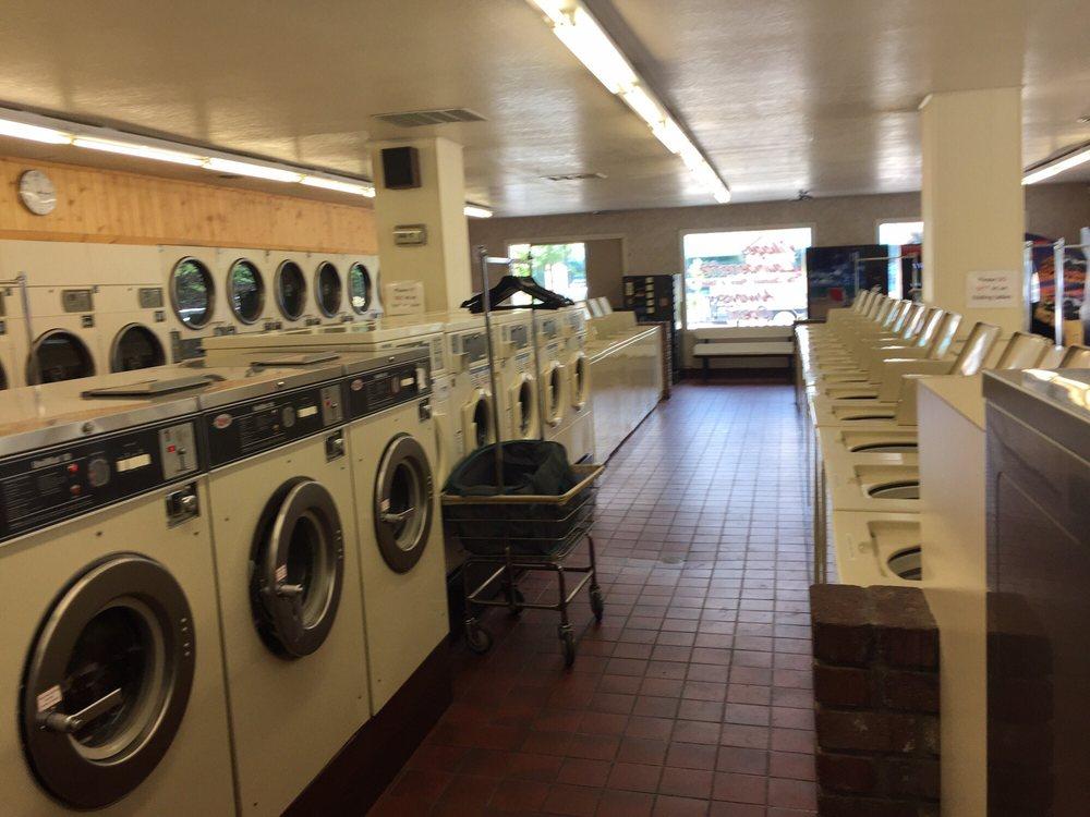 Village Launderette Laundromat: 1516 Hwy 395, Gardnerville, NV