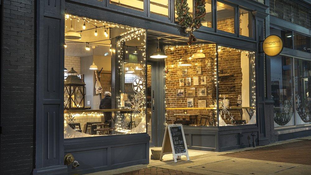 Highwater Bar: 224 Broadway, Paducah, KY