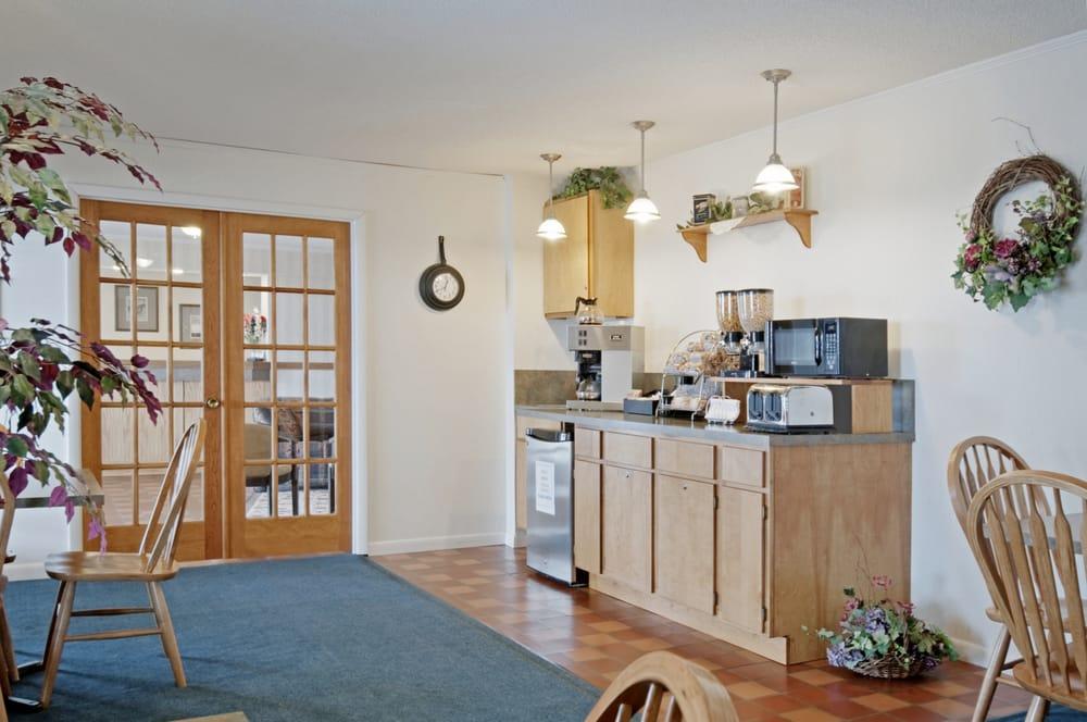 Americas Best Value Inn: 1616 US Hwy 36, Belleville, KS