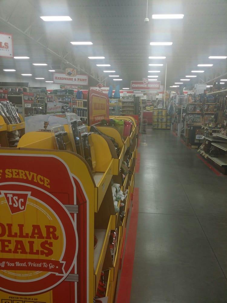 Tractor Supply: 300 S Interstate Highway 45, Ennis, TX