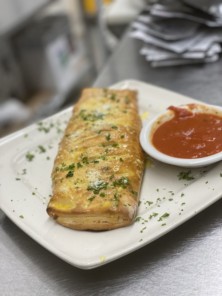 Roma's Italian Restaurant: 1513 2nd St, Pleasanton, TX