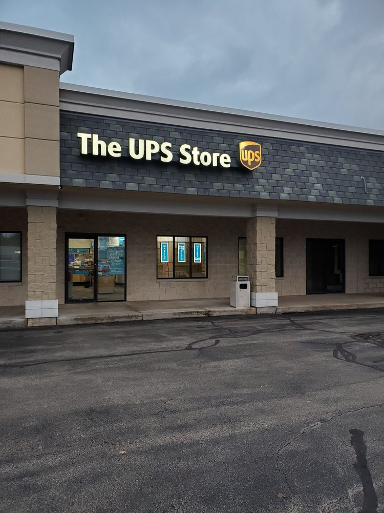 The UPS Store: 5300 S 108th St, Hales Corners, WI
