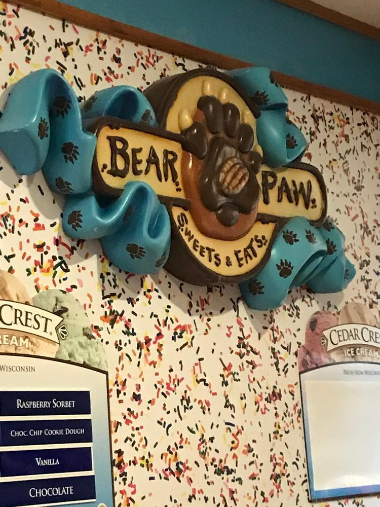 Bear Paw Sweets & Eats: 1400 Great Wolf Dr, Wisconsin, WI