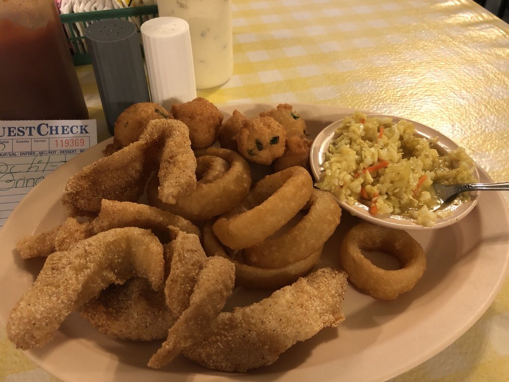 Fish House Diner: 820 Pentecostal Campground Rd, Parsons, TN