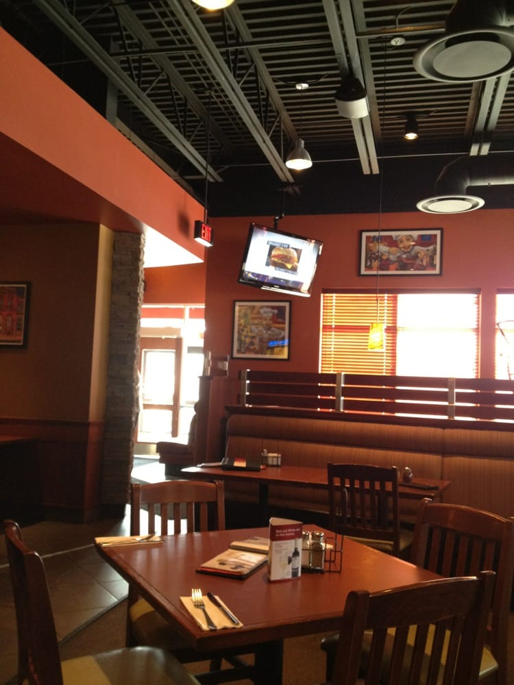 Boston Pizza: 840 King's Highway, Fort Frances, ON