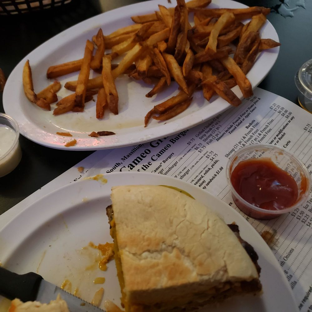 Cameo Grill: 809 Erie St S, Massillon, OH