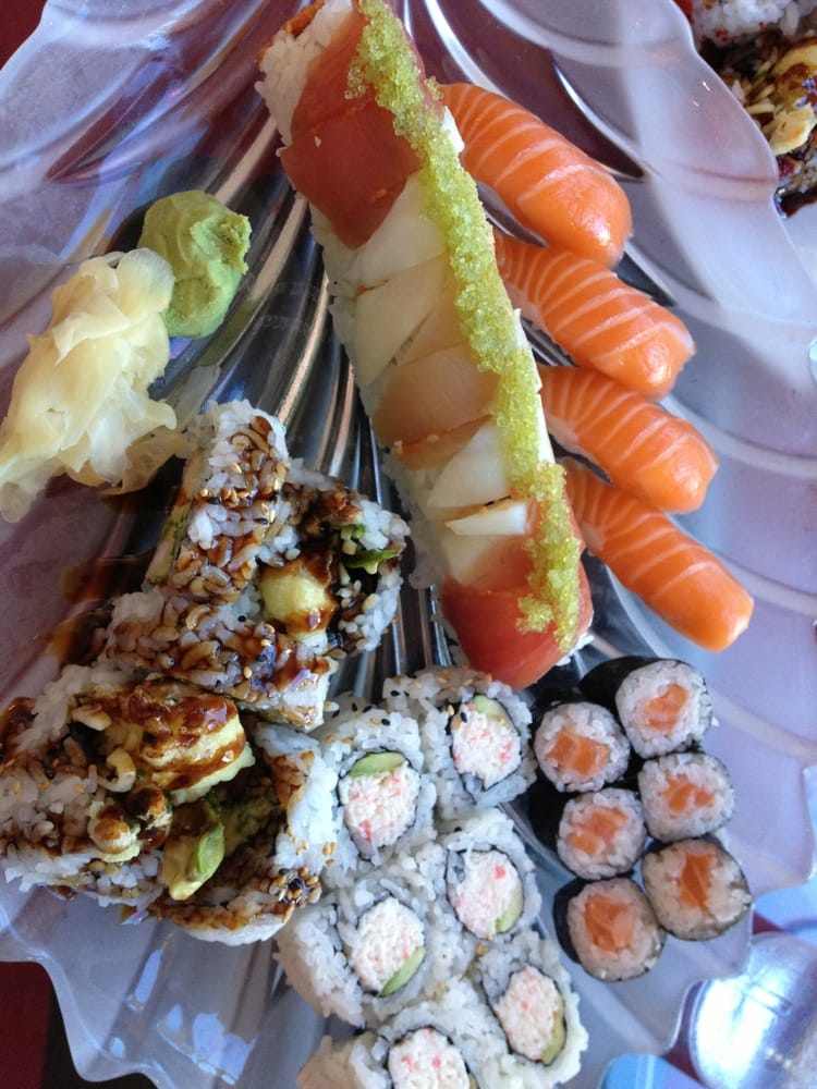 A delectable smorgasbord of yoo mae sushi hawaiian roll for Aloha asian cuisine sushi