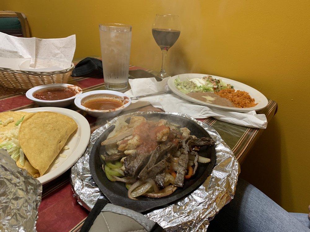 Mi Patio Mexican Grill: 13693 Hwy 149, Murphysboro, IL