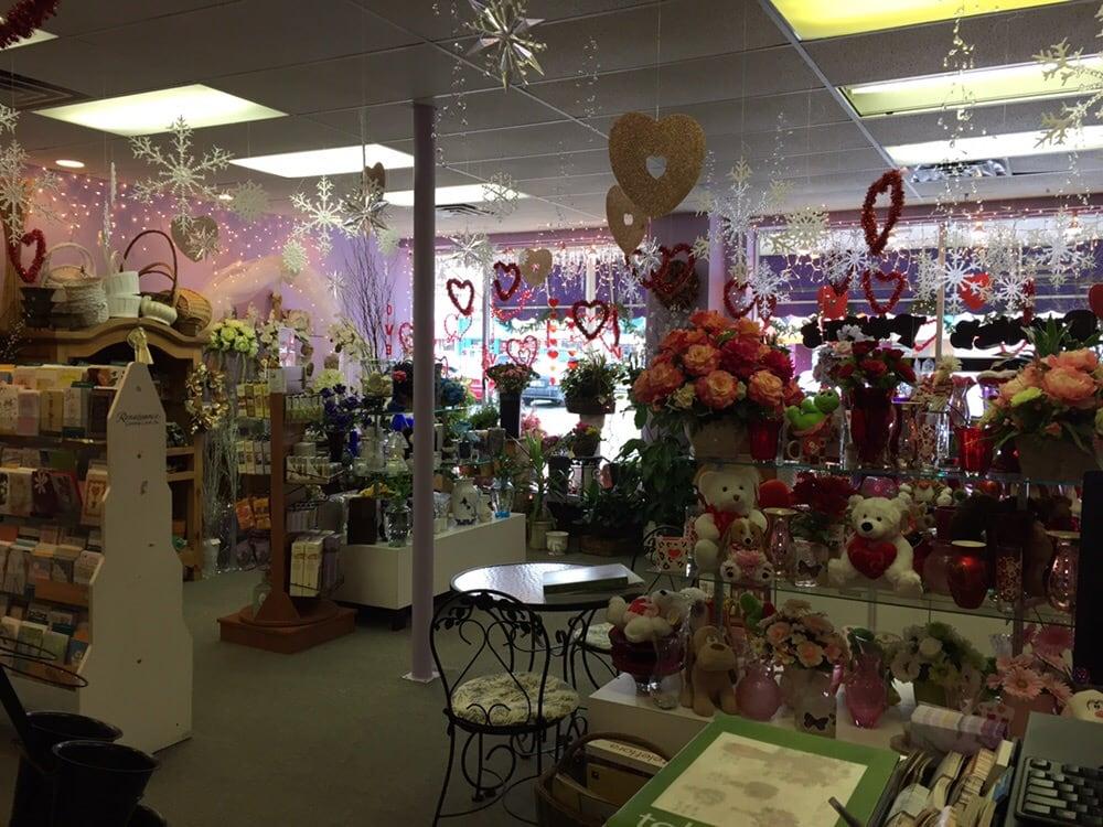 Flower Power Florist & Gifts: 107 Leonardville Rd, Belford, NJ