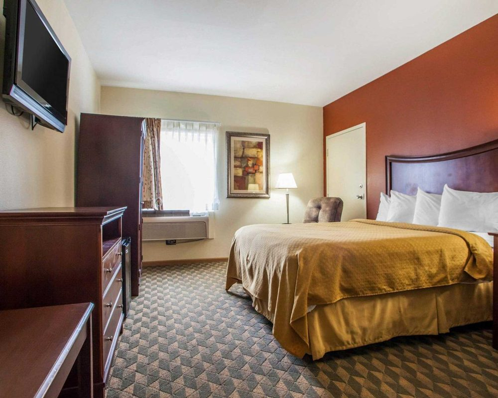 Quality Inn & Suites Ames Conference Center Near Isu Campus: 2601 E 13th St, Ames, IA