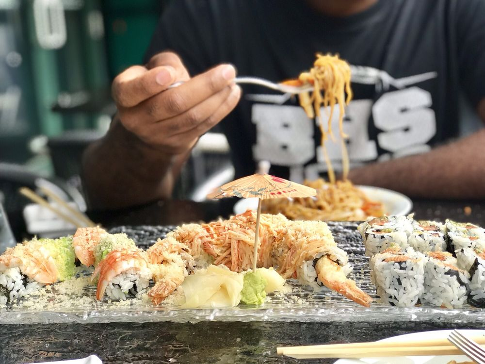 Moshi Sushi Bar: 2152 E Main St, Bexley, OH