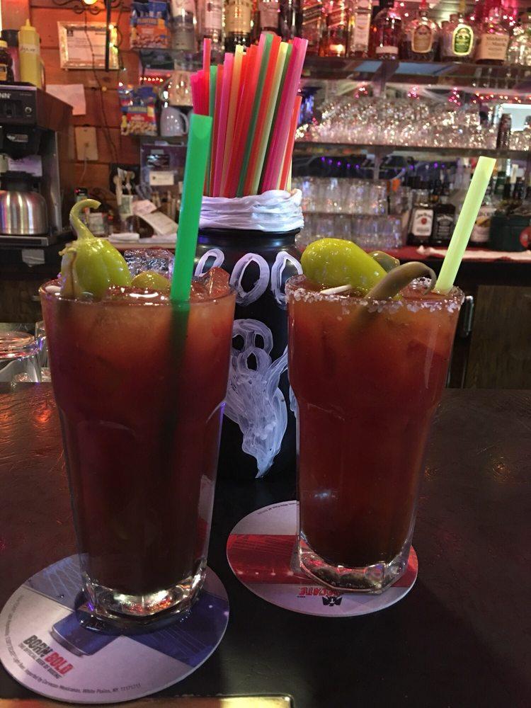 Vic's Bar & Grill: 16980 Burgess Rd, La Pine, OR