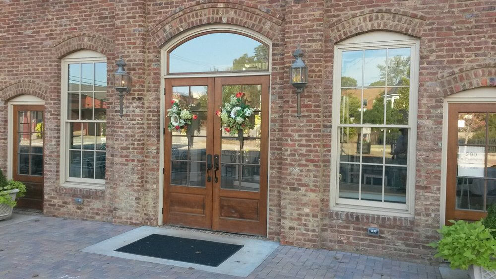 Madison Tea Room & Garden: 200 W Washington St, Madison, GA