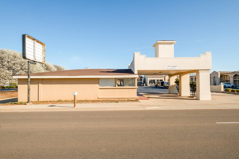 OYO Hotel Elk City OK Route 66: 2015A W 3rd St, Elk City, OK