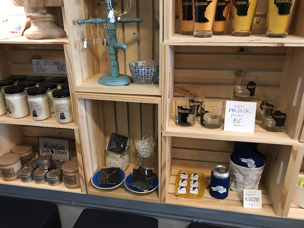 Blue Arrow Boutique: 1404 Tower Ave, Superior, WI