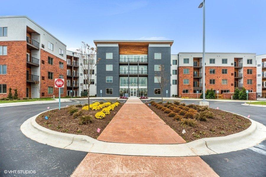 The Monarch Apartments: 150 E River Rd, Des Planies, IL