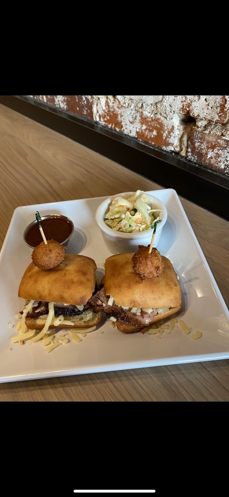 Izzi 'Que Barbeque: 127 W Marion St, Shelby, NC
