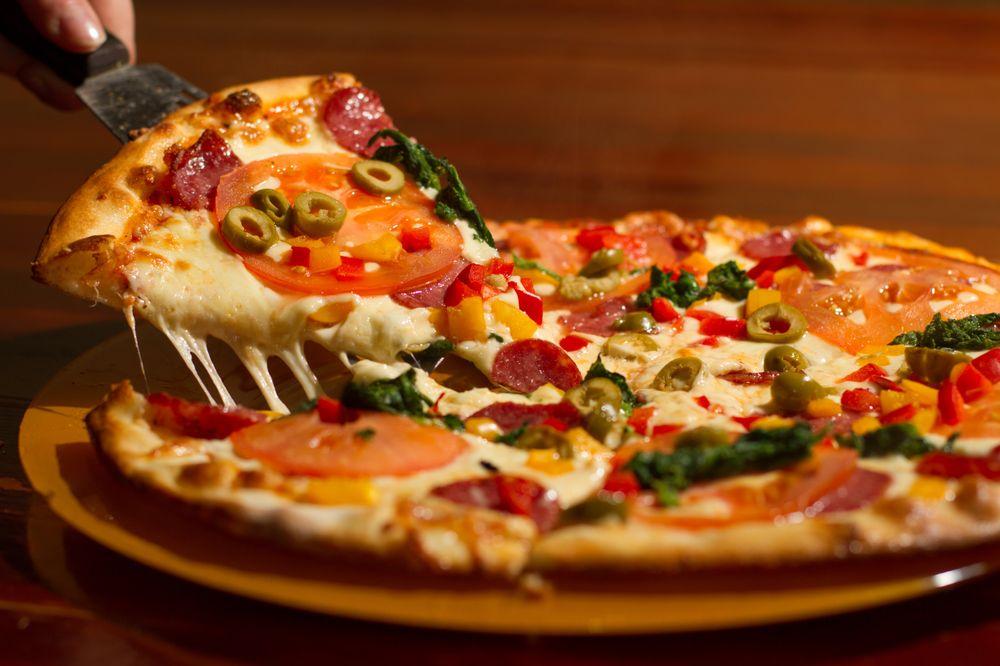 La Slice Pizzeria: 1826 Veterans Hwy, Islandia, NY