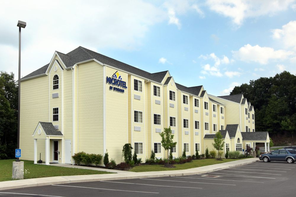 Microtel Inn & Suites by Wyndham Beckley East: 1001 South Eisenhower Drive, Beckley, WV