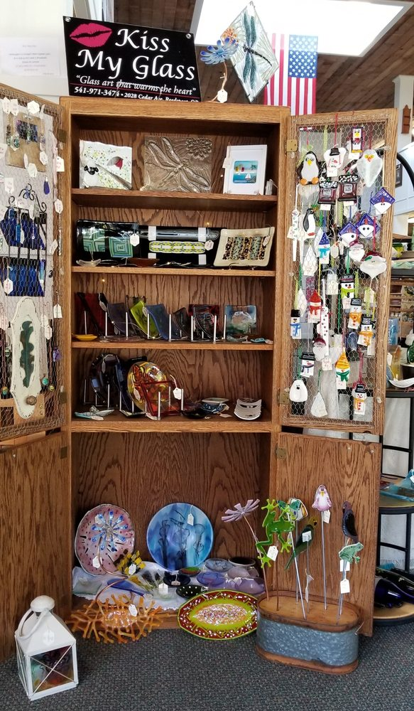 Creative Mercantile: 392 Fir Ave, Reedsport, OR