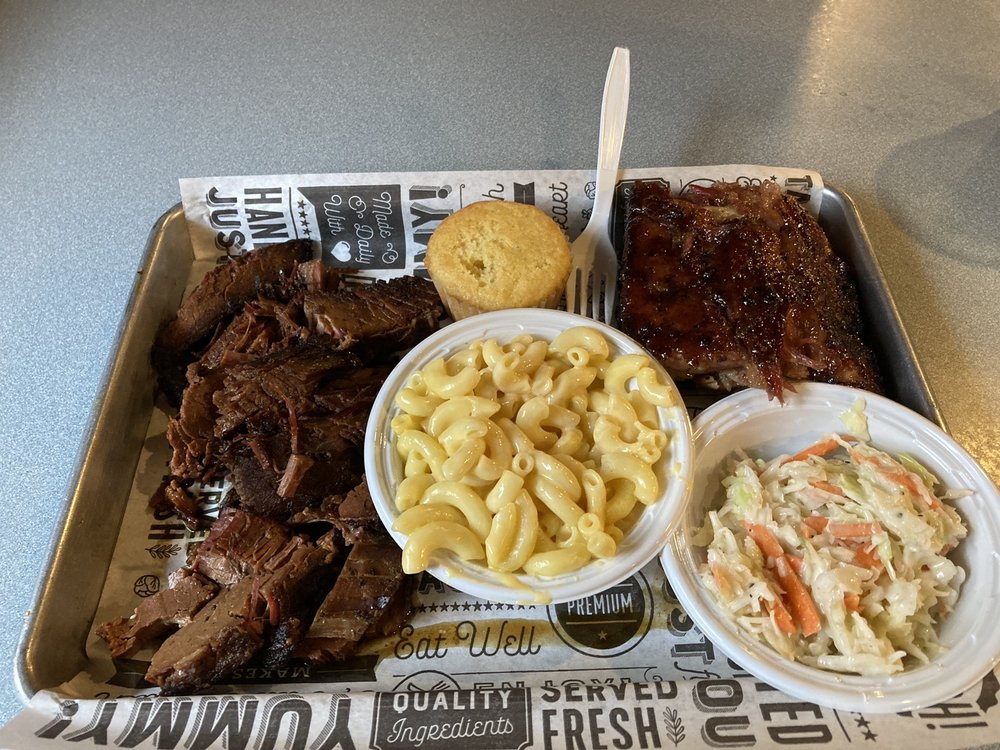 Smokin Country BBQ Pit: 445 E Main St, Kingwood, WV