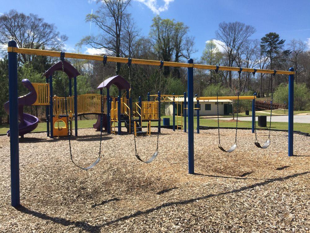 Brookdale Park: Brookdale Dr, East Point, GA