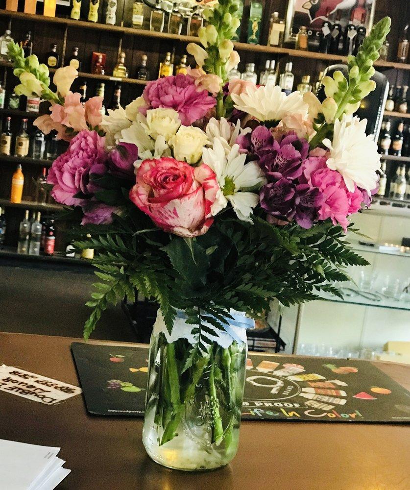 Fran's Flowers: 55 N 1st St, Saint Johns, AZ